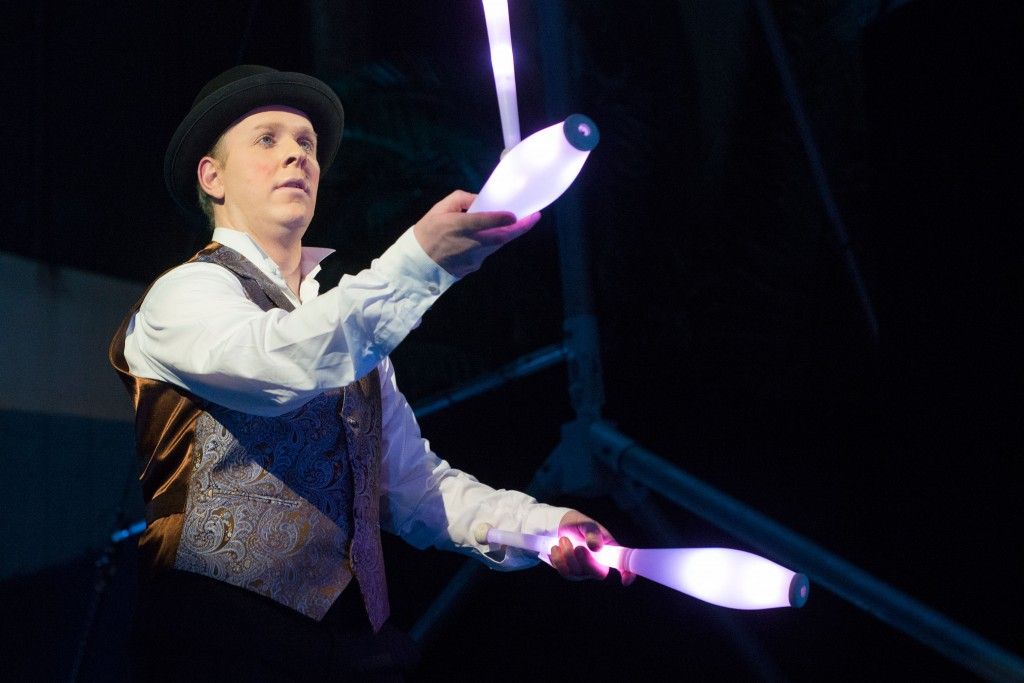 Led show jongleur dutchjuggler - Image jongleur cirque ...