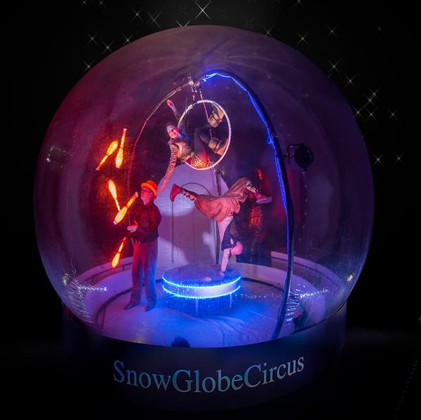 straattheater show snowglobecircus van de dutchjuggler